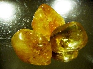 3 color yellow smoth citrine stone on the table